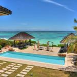 La proprietà più costosa prenotata su Airbnb per il nuovo anno si trova a Punta Cana e può essere affittata per 5.720 dollari a notte. Le cinque camere da letto ospitano fino a 12 ospiti che possono godere di piscina e villa sulla spiaggia.  Il prezzo elevato fornisce alcuni vantaggi come il servizio giornaliero di pulizia, servizio di maggiordomo e un cesto di frutta all'arrivo. A seconda del periodo dell'anno, la villa di fronte alla spiaggia di Punta Cana costa almeno 4.000 dollari a notte.