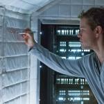 """""""Ex Machina"""" utilizza l'intelligenza artificiale e la nostra ossessione per internet per raccontare un film di fantascienza adatto all'età moderna."""