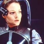 """In """"Contact"""", Jodie Foster interpreta uno scienziato che, dopo averci provato per gran parte della sua vita è finalmente entrato in contatto con gli alieni. Il film si distingue tra i film di Hollywood perché lo scienziato principale è una donna."""