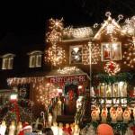 Una casa illuminata a festa a Dyker Heights