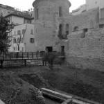 Tra corso Magenta e via Ansperto ci sono dei resti dell'antica Mediolanum. Un breve tratto di mura e una delle torri che erano dislocate lungo il perimetro della città ai tempi dell'imperatore Massimiano, l'epoca in cui Milano fu capitale dell'impero romano d'Occidente.