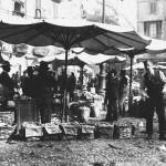 """La somiglianza del dialetto milanese col francese in una vecchia filastrocca riguardante un turista francese e un ortolano milanese, che aveva delle noci in esposizione. Turista: """"Comment s'appellent-ils?"""" (Come si chiamano?) Fruttivendolo: """"Se pelen no, se schiscen."""" (Non si pelano, si schiacciano.) Turista: """"Comment?"""" (Come?) Fruttivendolo: """"Coi man, coi pé, 'me te voeuret!"""" (Con le mani, coi piedi, come ti pare!) Turista: """"Je ne comprends pas..."""" (Non capisco...) Fruttivendolo """"Se te voeuret minga comprài, lassa pur stà!"""" (Se non vuoi comprare, lascia stare!)"""