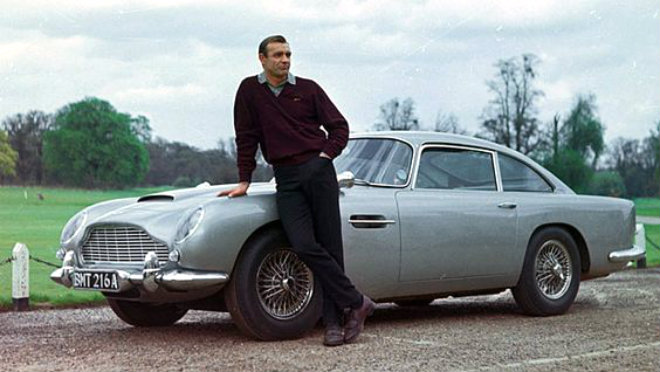 "1964. In ""Goldfinger"" Sean Connery guida una Db5"