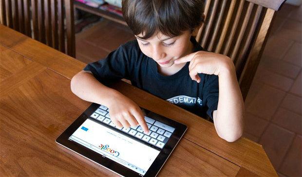 I bambini navigano agevolmente in rete