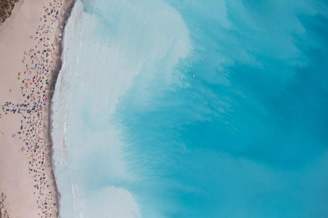 Rosignano Marittima (LI), veduta aerea delle spiagge bianche schiarite dagli scarichi del vicino stabilimento Solvay.