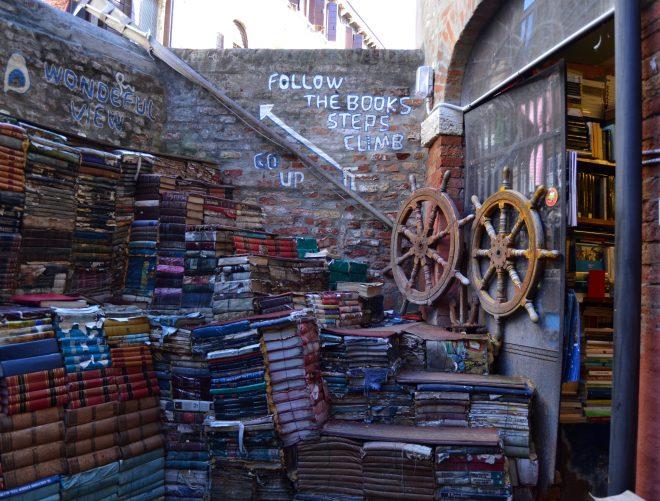 libreria-acqua-alta13