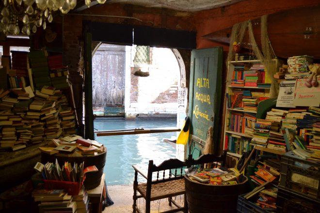 libreria-acqua-alta16