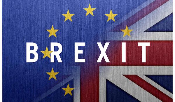 Il 23 giugno gli inglesi votano per lasciare l'Unione europea. Il verdetto porta il premier Cameron alle dimissioni e all'insediamento al 10 di Downing Street, l'11 luglio, di Theresa May.