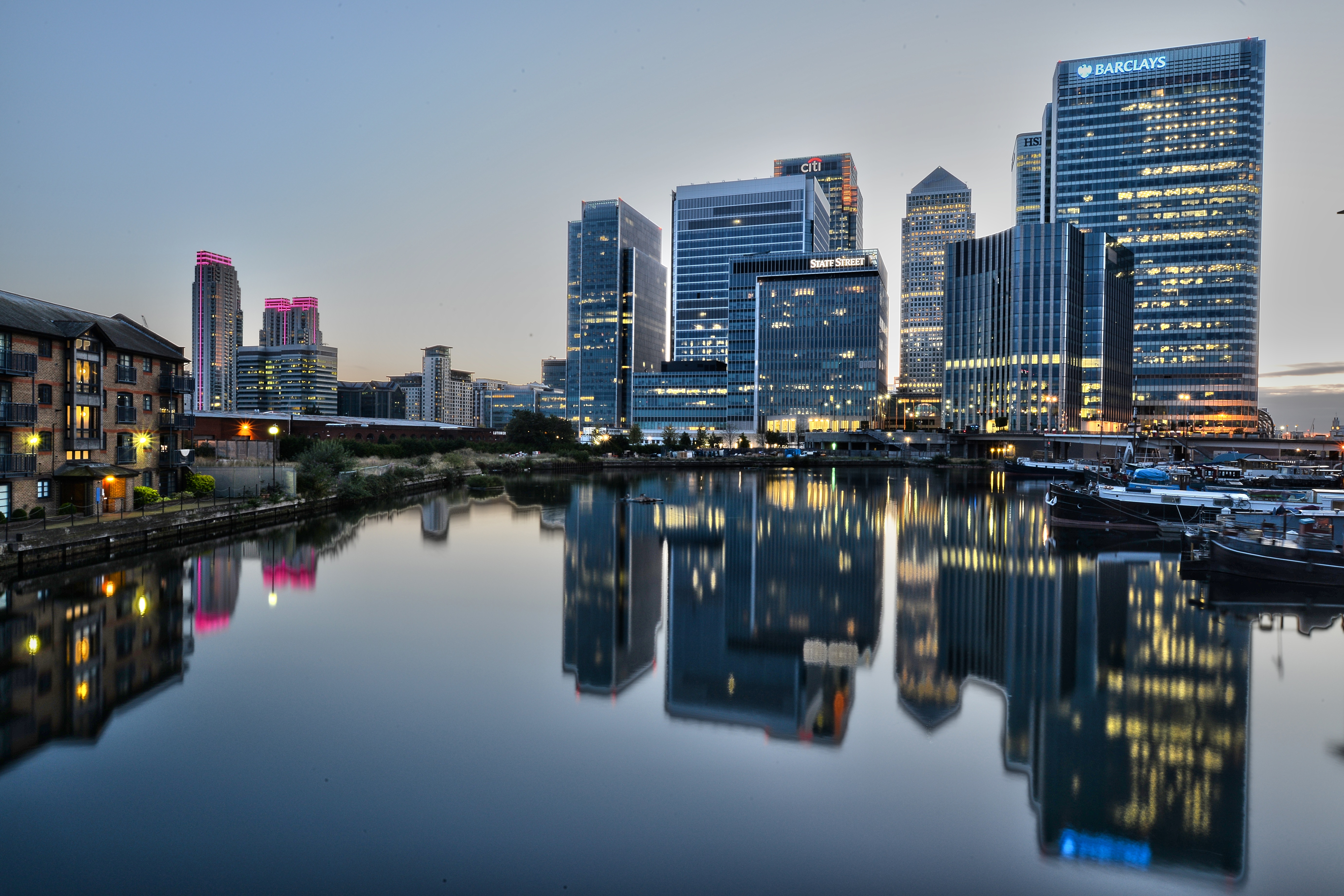 Canary_Wharf_after_sunset_(14950863732)