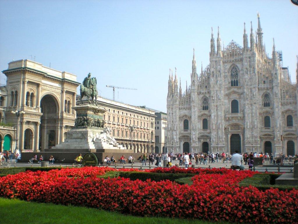 Milano, Starbucks Firma il Restyling di Piazza Duomo