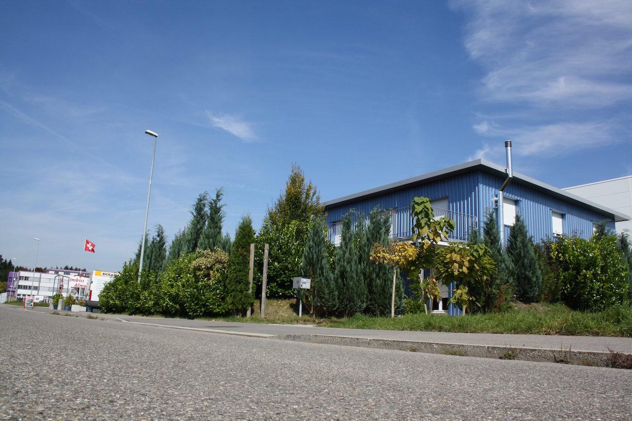 Sterbehilfeoorgansiation Dignitas im blauen Haus in Pfäffikon Pfaeffikon, also im Sterbehaus