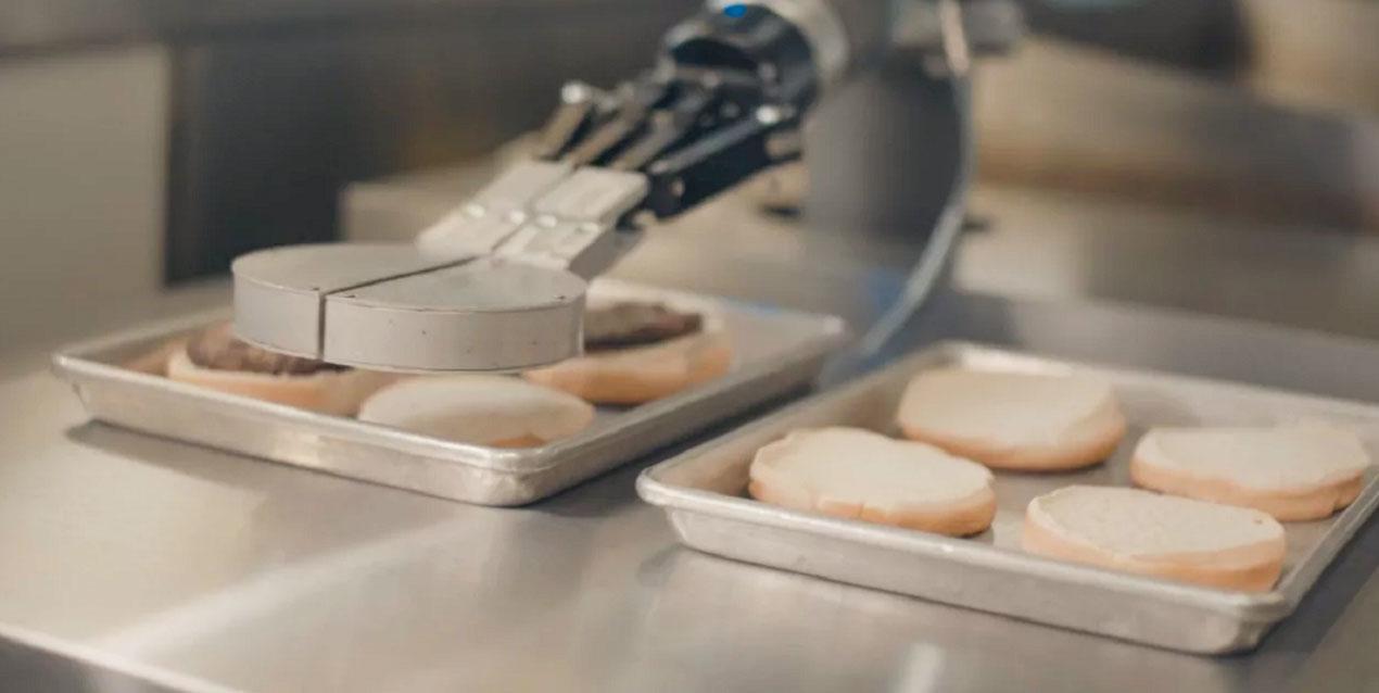 Flippy, il Primo Robot che Cucina in un Fast Food | Smartweek